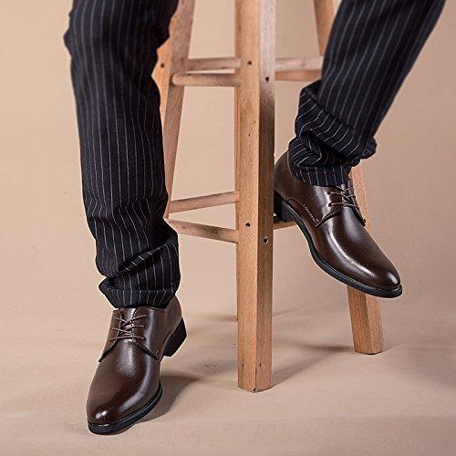 gli uomini sono casualmente le scarpe e cashmere di scarpe casual uomini in uniforme. brown