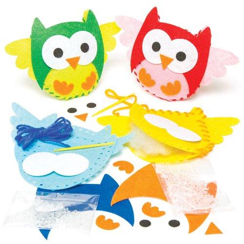 Kit da cucito con mini pupazzi imbottiti a forma di gufo. Set creativo per realizzare e giocare con decorazioni autunnali fai da te per bambini, da creare, colorare ed esporre (confezione da 4)