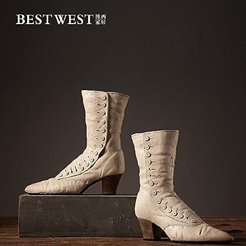 Handmade vintage creativo decoracion adornos zapatos botas de resina en tonos beige, conjunto de 2,27*9.2*27cm.