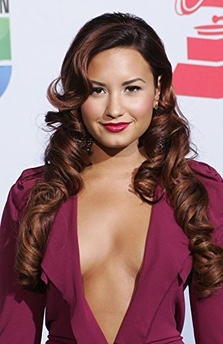 The Poster Corp Demi Lovato (Wearing A Roland Mouret Gown) at Arrivals for 12Th Annual Latin Grammy Awards - Arrivals Photo Print (40,64 x 50,80 cm) (Grammy Awards Latin)