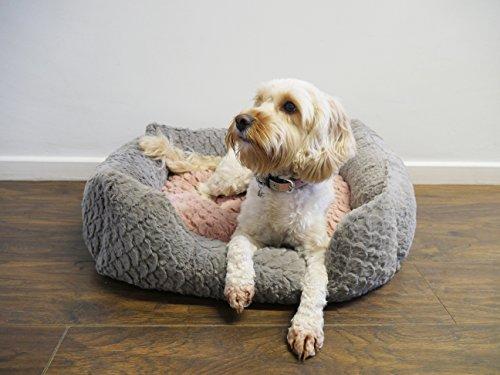 Rosewood 04405 Luxus-Hundebett Medium aus kuschelig weichem Pelz mit Wirbelmuster und Plüsch-Wendekissen innen - Maschinenwäsche, 61x46cm, grau/pink