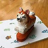 DCDZ Forme Animale Mignon Mini Agrafeuses, 15 Feuilles Capacité, Sculpture en Bois, Créatif et Pratique (Couleur : Akita)