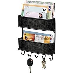 mDesign Portalettere e appendichiavi – Bacheca chiavi con 5 ganci ed 2 cestini portariviste - Il modo più pratico per organizzare chiavi, posta e giornali – nero