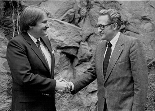 vintage-photo-of-roger-augustsson-president-and-ceo-of-american-express-and-nils-erik-brunell-in-shr