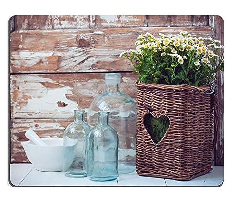 liili Tapis de souris en caoutchouc naturel souris Fleurs dans un panier en osier bouteilles en verre vintage et un mortier sur fond en bois rustique Cozy Home Decor Cottage Living 29114544