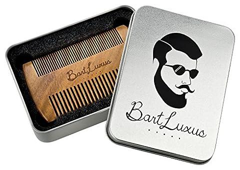BartLuxus Bart-Kamm aus Sandelholz für die tägliche Bart-Pflege - Antistatischer Holz-Kamm für den Vollbart, Schnurrbart etc. - Ideal für Bartöl & Balsam - Premium Männer-Geschenk in edler Metallbox