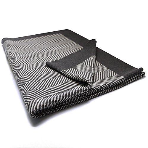 casa pura Wohndecke Chevron mit Fischgrät Muster | Öko-Tex Zertifiziert | kuschelige Decke aus Baumwolle | Größe wählbar (150x200 cm) Baumwolldecke - Kuscheldecke (Schwarz Tagesdecke Weiß Chevron Und)
