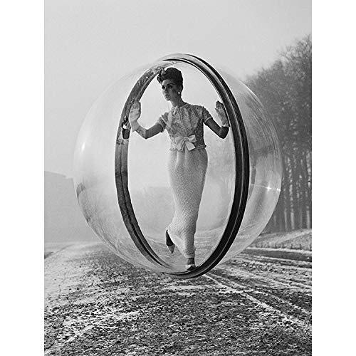 Wee Blue Coo Prints Vintage Photography Model Bubble Weird COOL Girl Dress Art Print Poster 30X40 cm 12X16 IN Jahrgang Foto Seltsam Mädchen Kleid Kunstdruck Blue Bubble Kleid