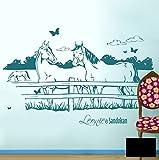 Pferdewandtattoo Wandtattoo Wandaufkleber Pferde auf Pferdekoppel mit Schmetterlingen und Wunschnamen (Kind & Pferd oder wie gewünscht) M1433c - ausgewählte Farbe: *Schwarz* ausgewählte Größe:*L 120cm breit x 60cm hoch