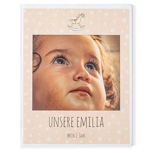 Gutschein für den Druck eines Baby Fotobuches über Ihr Kind – 2. Jahr Mädchen, Junge – 40 Seiten, Hardcover, 21,6 x 27 cm