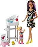 Barbie Babysitters Inc Playset con Bambola Skipper, Bebè, Lavandino e Vasino Trasformabile, Multicolore, FJB01