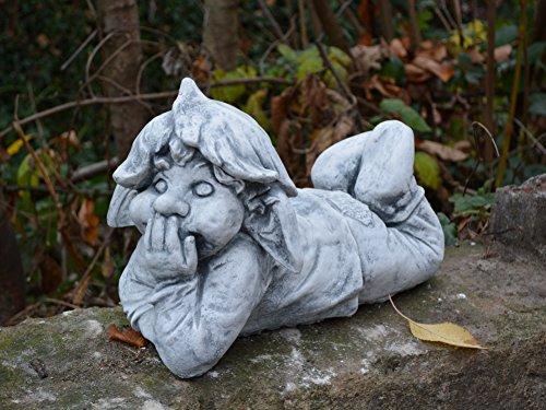 D945 Lustiger Gnom ,,ich liege hier und platze vor Lachen'' Troll Gartenfigur Steinfigur