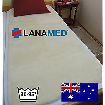 LANAMED XXL 100 x 200 cm – Australische Komfort Bettauflage aus ultra-dichter Schurwolle. Mit 1900g/m² etwa 50% mehr Wolle als ein Lammfell. Himmlisch bequem, druckentlastend, atmungsaktiv, bei 30-95°C waschbar. Wegen der sehr guten Druckentlastung und der hervorragenden Atmungsaktivität wird das LANAMED auch als bequeme Anti-Dekubitus Bettauflage sowie bei Rückenschmerzen, Hüftschmerzen, Rheuma oder Fibromyalgie verwendet. LANAMED XXL 100 x 200 cm