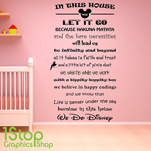 1STOP Graphics Shop - in dieser Haus wir tun Disney Wandaufkleber - gorls Jungen Schlafzimmer Wandkunst Aufkleber X428 - Schwarz, Large 60cm x 130cm