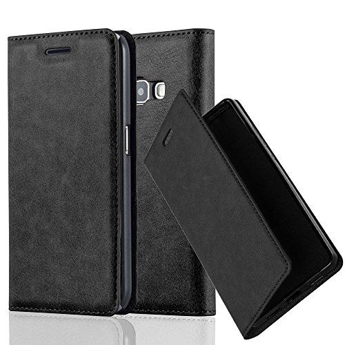 Cadorabo Hülle für Samsung Galaxy J1 2016 (6) - Hülle in Nacht SCHWARZ – Handyhülle mit Magnetverschluss, Standfunktion und Kartenfach - Case Cover Schutzhülle Etui Tasche Book Klapp Style
