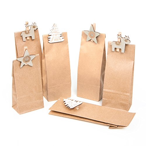 SET: 12 Stück kleine BRAUNE Weihnachtstüten (7 x 4 x 20,5 cm) + 12 Holz-Klammern beige weiß shabby Rentier Stern Elch Baum - Papiertüten lebensmittel-echt für Pralinen Plätzchen Süßigkeiten Weihnachten (Kraftpapier-geschenk-korb)