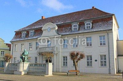 leinwand-bild-110-x-70-cm-stavenhagen-ehem-rathaus-fritz-reuter-denkmal-mecklenburg-bild-auf-leinwan