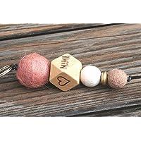 Personalisierbarer Schlüsselanhänger mit Filz- und Holzperlen und dem Aufdruck MAMA und zwei Herzen, individualisierbar, personalisierbarer Schlüsselanhänger