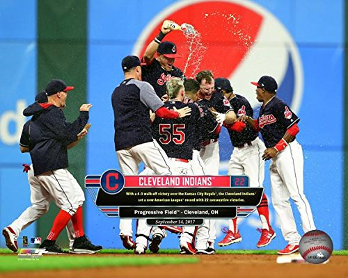 s Celebrate Winning Their 22nd Game in a Row an MLB Record at Progressive Field on September 14 2017. Photo Print (50,80 x 60,96 cm) ()
