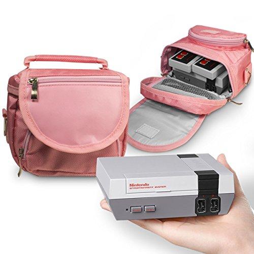 Orzly bolsa de viaje para la Nintendo NES Classic Edition (Nuevo Modelo 2016 Versión Mini de la Consola NES) – Perfecto para Consola + Cable + 2 Mandos – Incluye Correa + Asa – ROSA