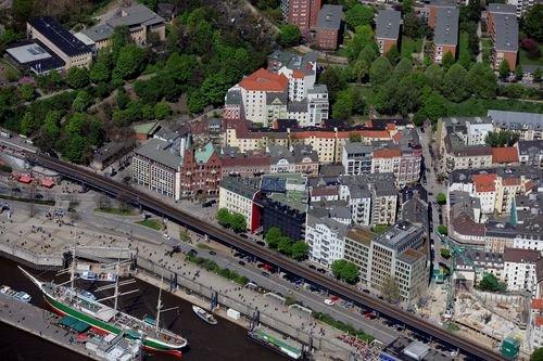 MF Matthias Friedel - Luftbildfotografie Luftbild von Johannisbollwerk in Neustadt (Hamburg), aufgenommen am 02.05.10 um 12:36 Uhr, Bildnummer: 5501-51, Auflösung: 6048x4032px = 24MP - Fotoabzug 50x75cm