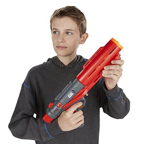 Junge mit Star Wars Blaster