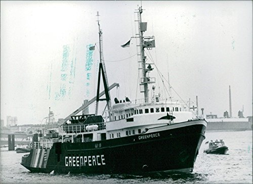vintage-photo-of-the-greenpeace-ship-the-environmental-organizations-new-ship-is-leaving-hamburg-for
