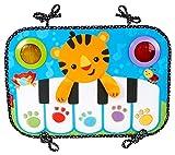 Il Baby Piano Soffice si attacca facilmente al lettino e incoraggia i bambini a muovere i piedini, grazie alle melodie, alle lucine e a un simpatico amico. Il bambino potrà ascoltare una melodia continua (fino a 20 minuti) di canzoncine ed ef...