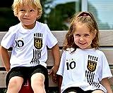 ElevenSports Deutschland Trikot + Hose mit Gratis Wunschname + Nummer + Wappen Typ #D 2017 im EM/WM Weiss - Geschenke für Kinder,Jungen,Baby. Fußball T-Shirt Personalisiert als Weihnachtsgeschenk