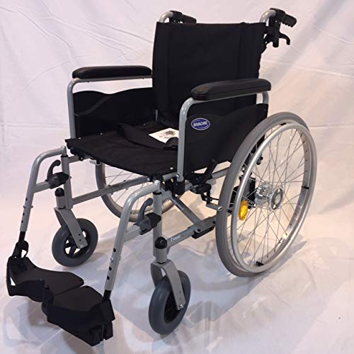 Invacare Rollstuhl Action 1 NG silbergrau Armlehnen lang Reiserollstuhl Sitzbreite 48 cm inkl. Trommelbremse + Steckachsensystem + UA-Gehstützenhalterung + Beckengurt