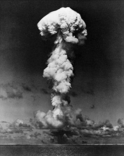 Mushroom cloud formed by an atomic bomb explosion Poster Drucken (60,96 x 91,44 cm) -