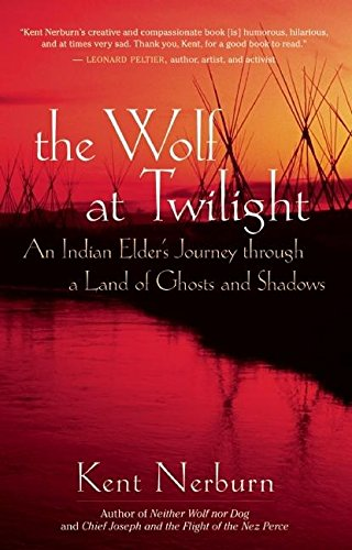 The Wolf at Twilight: An Indian Elder's Journey Through a Land of Ghosts and Shadows por Kent Nerburn