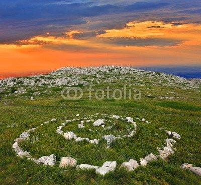 alu-dibond-bild-110-x-100-cm-stone-circles-in-mountains-bild-auf-alu-dibond