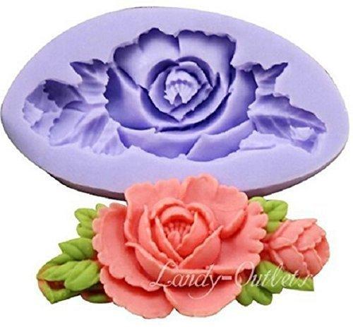 Stampo in silicone per uso artigianale rappresentante il calco di una rosa con foglie allungata. adatto per riproduzioni di oggetti in sapone, gesso, resina, ghiaccio, ceramica, argilla, cera e altri materiali da colata idonei per il fai da te diy.stampi per forme e formine utili a ricreare oggetti per bomboniere fai da te - soggetto: rosa fiore