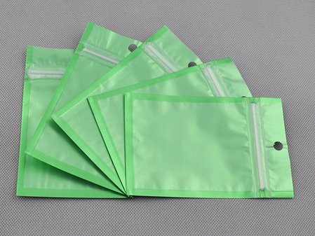 100-pcs-green-metallic-foil-zip-lock-bags-85cm-x-13cm-33-x-5-with-hang-hole-by-qq-accessory