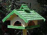 Vogelhaus,groß,mit Ständer,BTV-X-VONI5-LOTUS-LEFA-MS-gras001 Schönes MASSIVES GANZJAHRES PREMIUM Vogelhaus mit wasserabweisender LOTUS-BESCHICHTUNG + NISTKASTEN IN EINEM (VOLL FUNKTIONSFÄHIG mit Reinigungsvorrichtung) !!! KOMPLETT mit Ständer !!! wetterfest lasiert, wetterfestes Vogelfutterhaus MIT FUTTERSCHACHT-Futtersilo Futterstation Farbe grasgrün grün PURE GREEN kräftig tannengrün/natur, MIT TIEFEM WETTERSCHUTZ-DACH für trockenes Futter, 100% Massivholz
