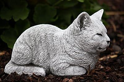 Steinfigur Katze ruhend, massiver Steinguss, frost- und wetterfest bis -30°C von Stone and Style - Du und dein Garten