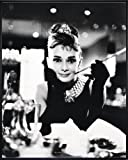 Audrey Hepburn Poster Breakfast at Tiffany's (52x41 cm) gerahmt in: Rahmen schwarz