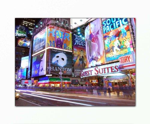 BERGER DESIGNS - Deko Bild auf Leinwand xxl large (Times_Square_New_York_City-80x110cm) HD Bilder fertig gerahmt mit Keilrahmen groß. Ausführung schöner Kunstdruck auf echter Leinwand als Wandbild mit Rahmen. Preiswerter als Ölbild Gemälde Poster Plakat mit Bilderrahmen. Picture Typ (Stadt New York Straße Menschen Reklame Nacht Reise). 100% Made in Germany