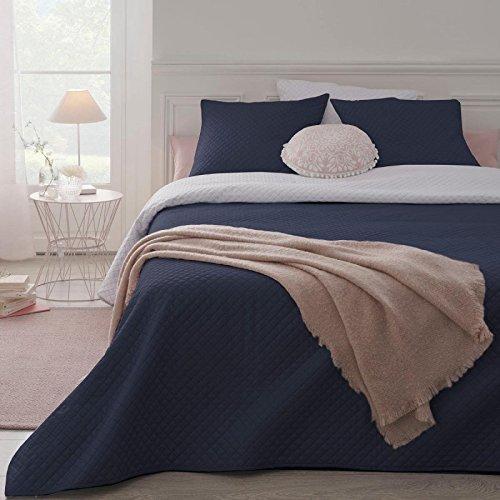 Set aus wattierter Tagesdecke mit 2 passenden Kissenbezügen - weich und gemütlich - große Größe - zweifarbig ( Marineblau / Weiß)