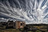 Digitaldruck / Poster Þorsteinn H. Ingibergsson - Fluffy Sky - 45 x 30cm - Premiumqualität - Landschaft, Island, Natur, Blechhütte, Rost, Schrott, Endstation, Himmel, Wolken, karg, Fotokunst - MADE IN GERMANY - ART-GALERIE-SHOPde