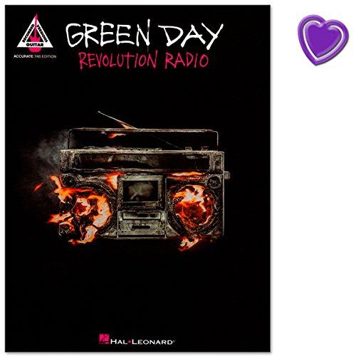 Green Day - Revolution Radio - album-matching Songbook aus Reihe Guitar Recorded Versions - Notenbuch / Gitarrentabulatur mit bunter herzförmiger Notenklammer (Guitar Green Tab Day)
