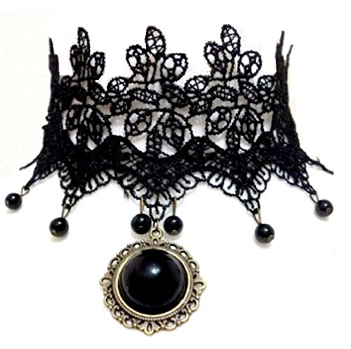 collier-style-gothique-en-macrame-avec-diademe-pierre-noire-et-perles