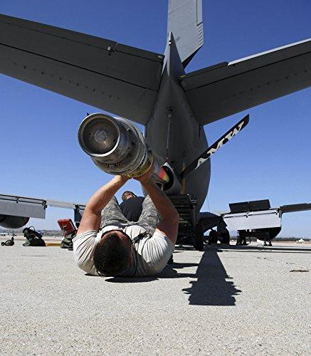 Boom Lift (Stocktrek Images - A U.S. Air Force Airman Lifts The Boom of a KC-135 Stratotanker. Photo Print (65,02 x 74,17 cm))