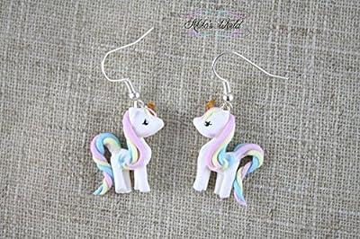 Boucles d'oreilles pendantes petite licorne arc-en-ciel pastel kawaii - Bijoux fait main en pâte polymère/fimo - Bijoux fantaisie