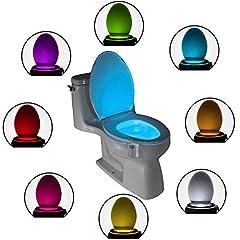 Idea Regalo - Luce per la Tazza del WC a LED: Simpatico LED Attivato con un Sensore di Movimento – Novità nei Gadget Luminosi per il Bagno - In 8 Diversi Colori Incluso il Blu – Regalo Perfetto per Ragazzi, Papà, Uomini, Nonni – Illumina il tuo Bagno e Rendi la tua Casa Più Divertente