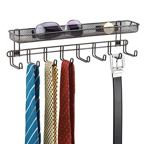 mDesign Garderobenleiste mit Ablage - 8 Garderobenhaken für Schmuckaufbewahrung, Krawattenhalter & Gürtelhalter - Aufbewahrungskorb für Portemonnaie, Schlüssel & Co. - bronze