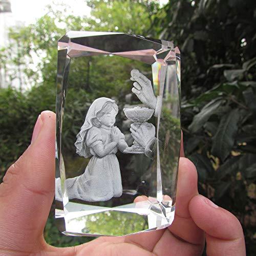 QWERWEFR Hübsches Mädchen, das Skulptur-Laser-Kristall schnitzt Würfel betet Die ersten Bevorzugungen der heiligen Kommunion,A (Kristalle Herzstück)