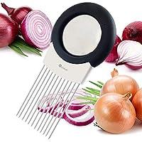 Ce tout-en-un gadget de cuisine vous permet de hacher des tranches uniformes d'oignon sans avoir à jamais le toucher. Voir les images ci-dessus. Il dispose de dents en acier inoxydable ultra-pointus qui percent même les légumes les plus durs comme le...