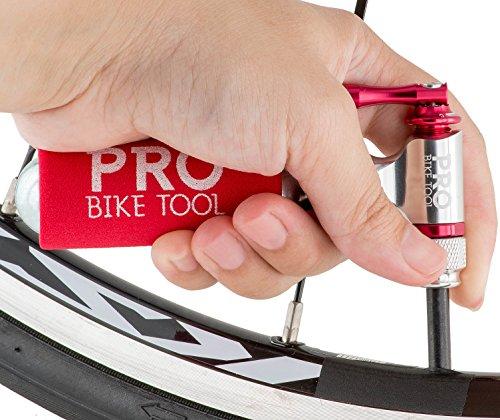 CO2-Inflator von PRO BIKE TOOL - Schnell und Einfach - Presta & Schrader Ventil Kompatibel - Kartuschenpumpe für Rennrad & Mountain-Fahrräder - Isolierte Hülle - Keine CO2 Kartuschen enthalten - 5